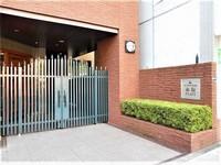 エントランス:管理人常駐のセキュリティ充実したマンション