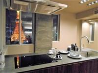 :夜に撮影。キッチンから正面に東京タワーが望めます